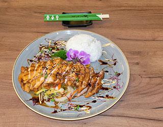 Running Sushi Restaurant Fürth Hähnchen mit Gemüse
